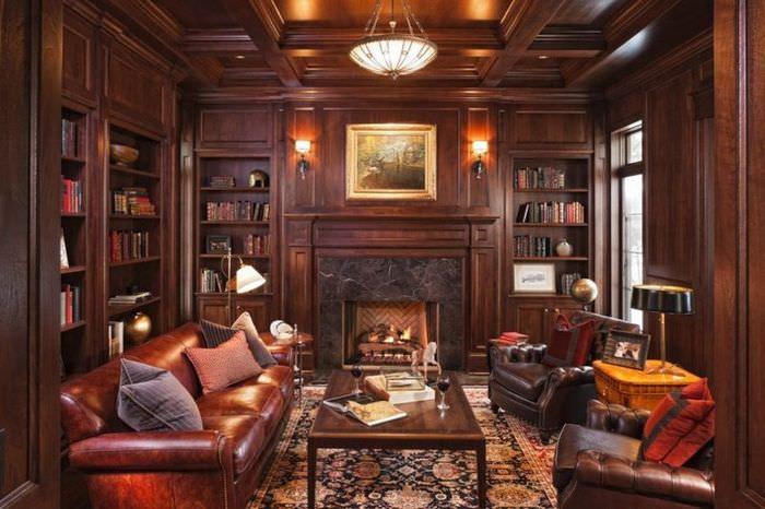Интерьер домашней библиотеки в классическом стиле