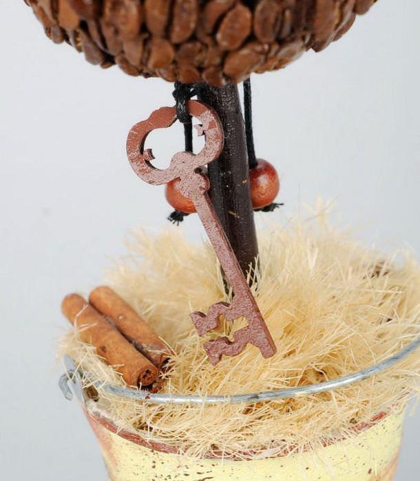 Ключик на самодельном кофейном дереве