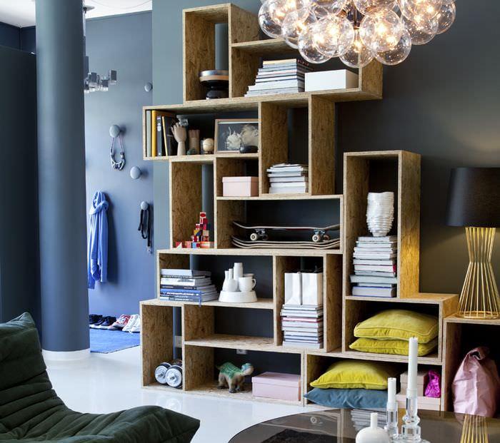 Книжные модули открытого типа в интерьере гостиной