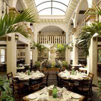 Зал ресторана в колониальном стиле
