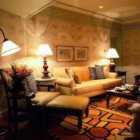 Освещение гостиной колониального стиля