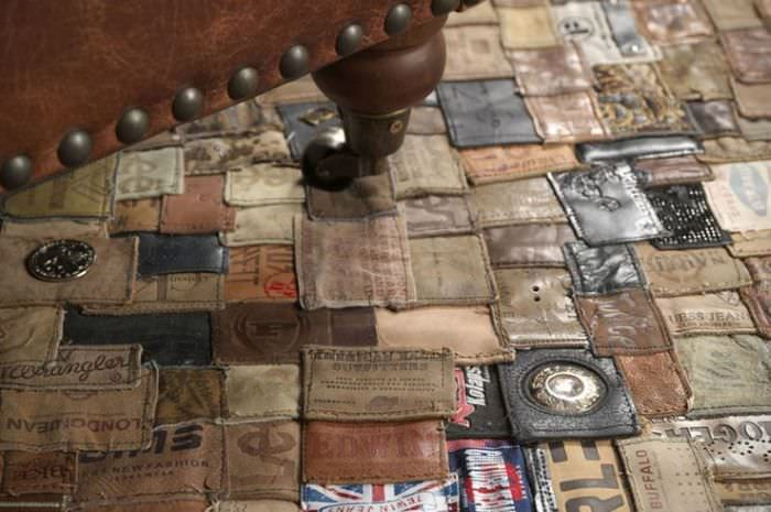 Декоративный ковер из лейблов от одежды