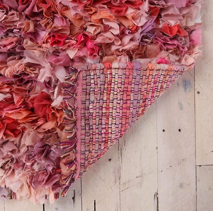 Красивый яркий коврик из кусков ткани своими руками