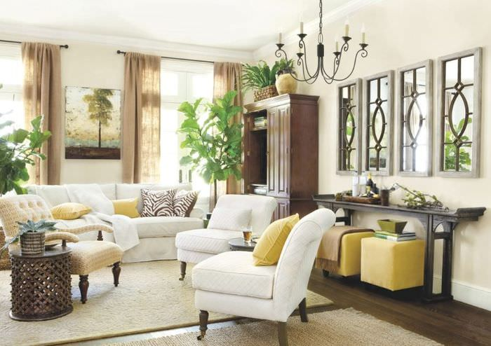 Светло-серые ковры на полу гостиной колониального стиля