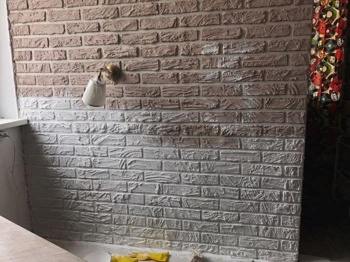 Окраска имитации кирпичной стены