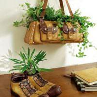Старые вещи в роли горшков для комнатных растений