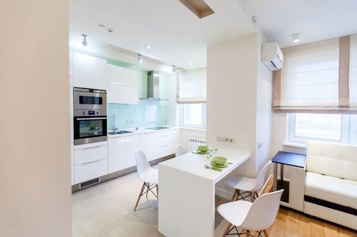 Белая кухня-гостиная в стиле минимализма