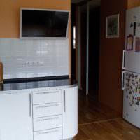 Кухонная дверь в двухкомнатной квартире