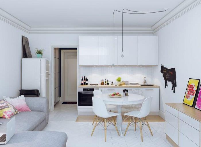 Белая кухня-гостиная площадью 18 квадратов
