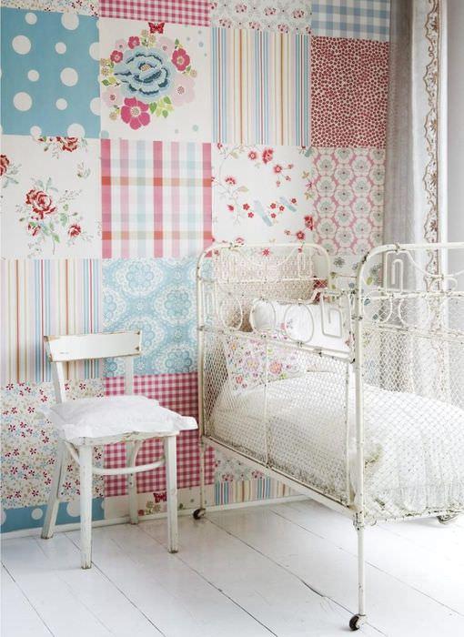 Детская комната с обоями в стиле пэчворк