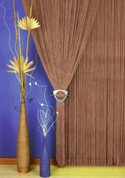 Украшение интерьера нитяными шторами
