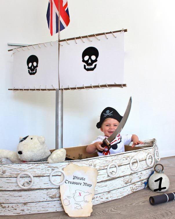 Корабль из картона для проведения детской пиратской вечеринки