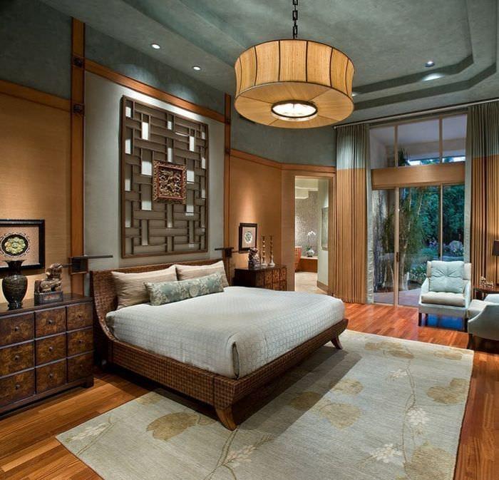 Деревянная мебель в оформлении интерьера спальни