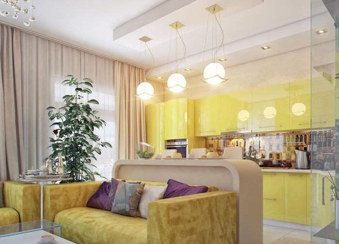 Три подвесных светильника на потолке кухни-гостиной