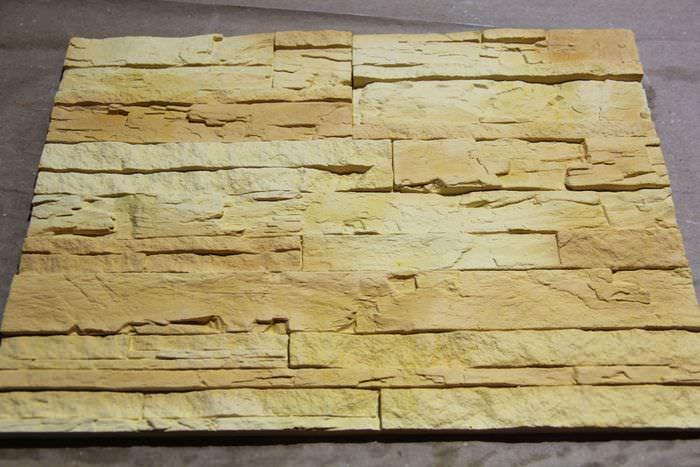 Окрашенные самодельные камни из гипса