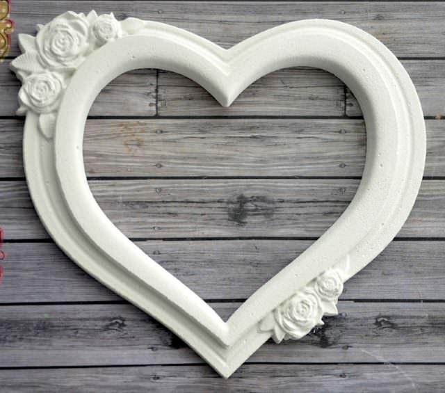 Гипсовая рамка в форме сердечка