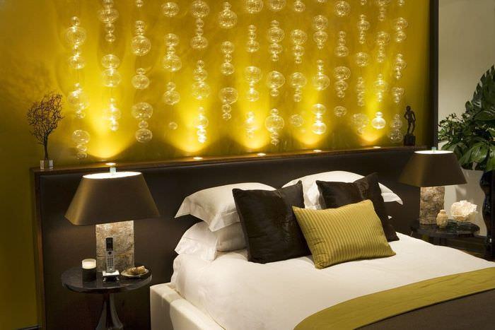 Романтическая подсветка изголовья кровати