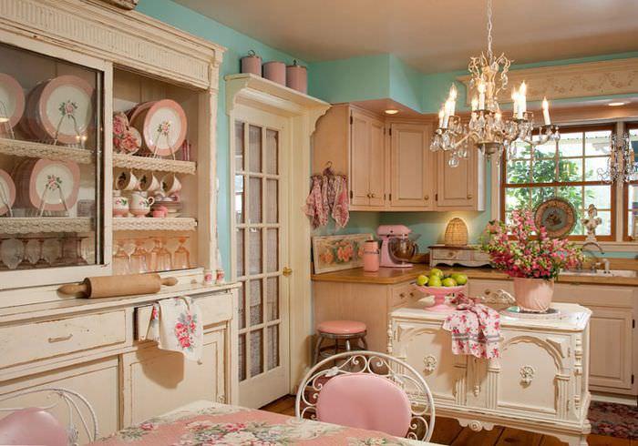 Розовая кухня в стиле прованс