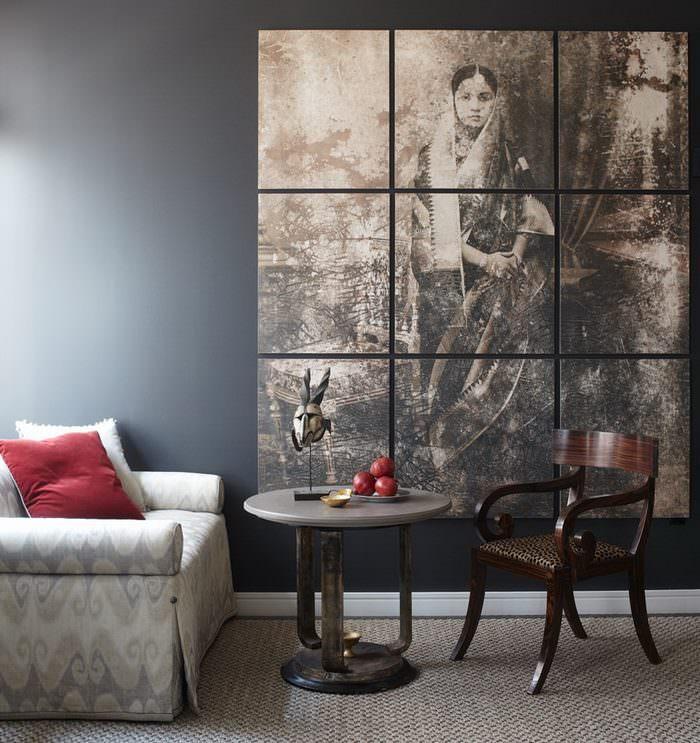 Декорирование стены гостиной модульными картинами