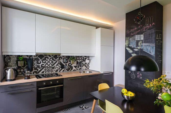Комбинированный серо-белый кухонный гарнитур