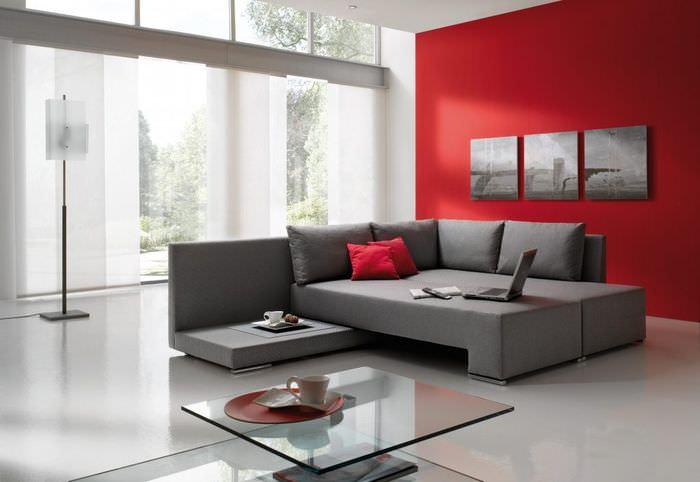 Красный цвет в качестве акцента в оформлении гостиной