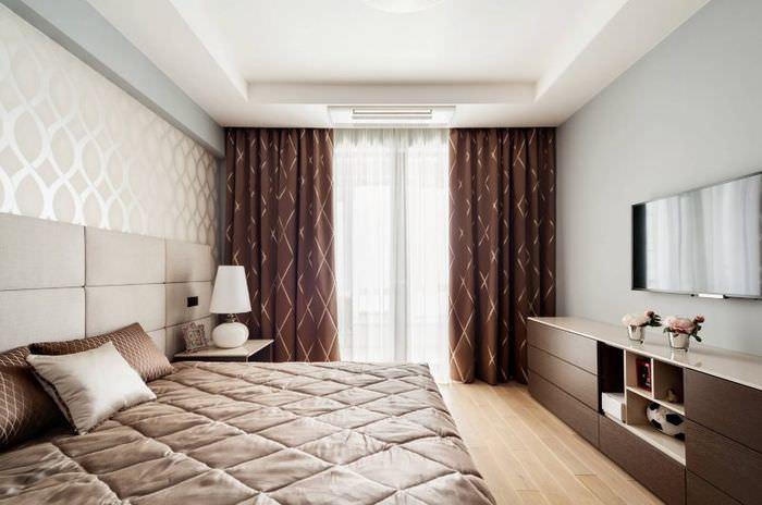 Спальня в современном стиле с коричневыми шторами