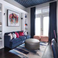 Дизайн гостиной с высоким потолком