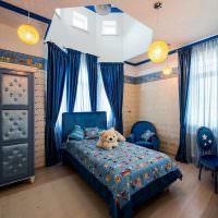 Синие занавески в детской комнате
