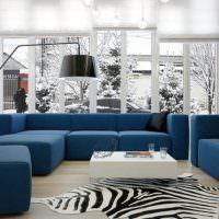 Синяя обивка диванов в гостиной