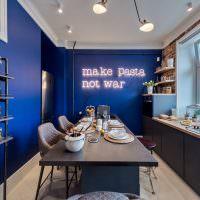 Неоновая надпись в интерьере кухни