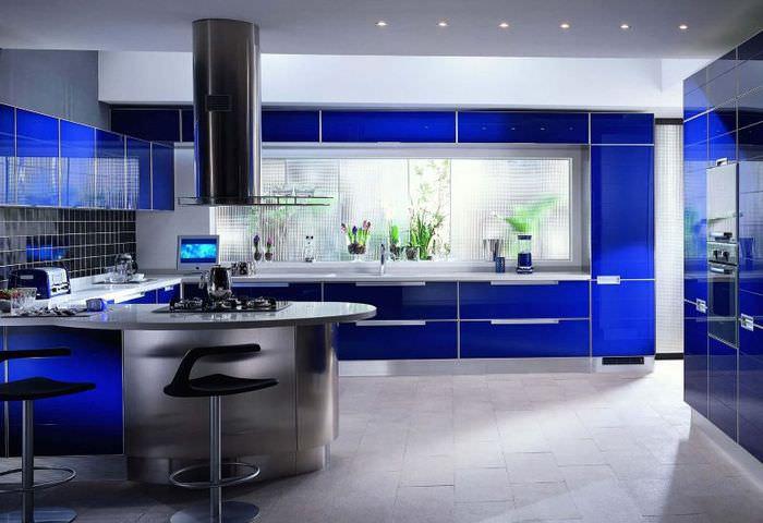 Дизайн синей кухни в стиле хай-тек