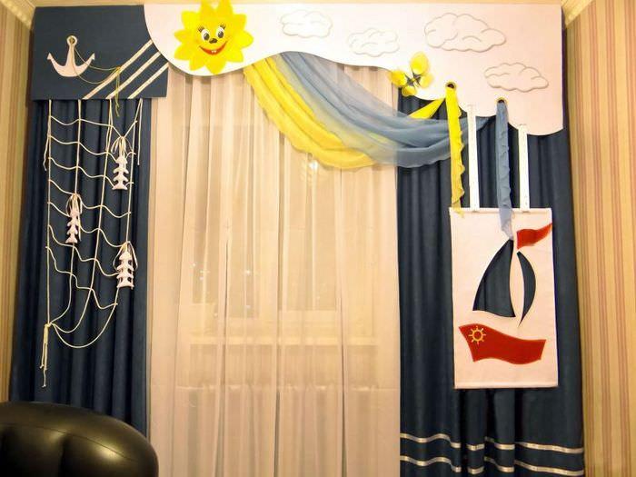 Рисунки и аппликация на окнах деткой комнаты