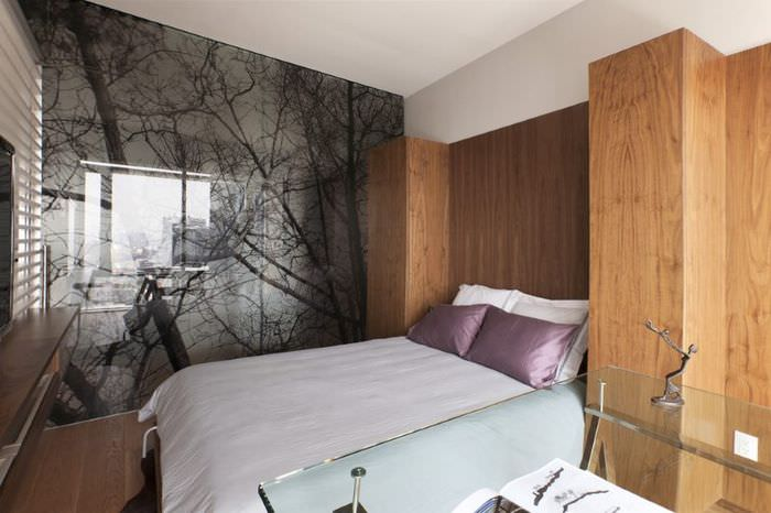 Стеклянная перегородка в интерьере спальной комнаты