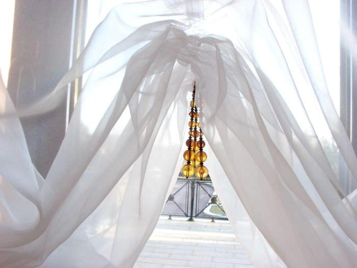 Декорирование французских штор в спальной комнате