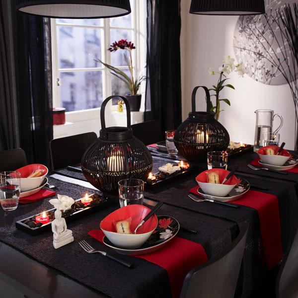 Ароматические свечи на столе в стиле минимализма