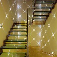 Подсветка лестницы точечными светильниками