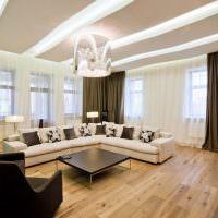 Угловой диван в просторной гостиной