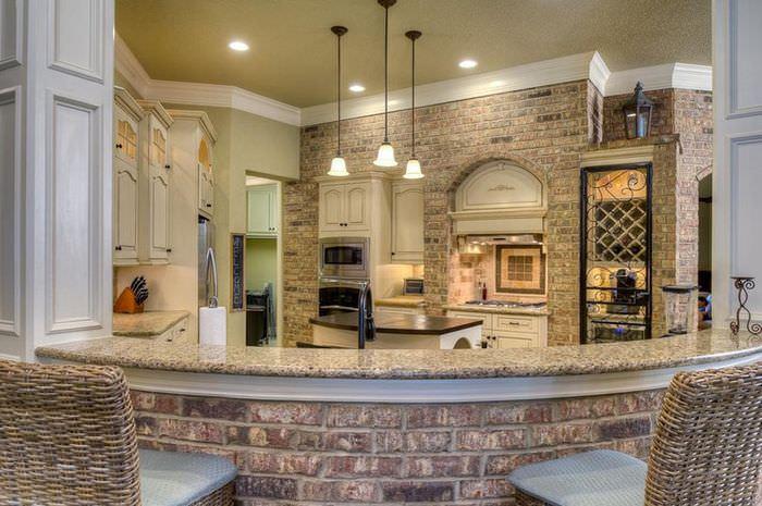 Освещение кухни с кирпичной стеной