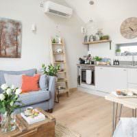 Лестница для декораций в интерьере кухни