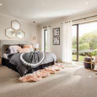 Дизайн спальни с панорамным окном в частном доме