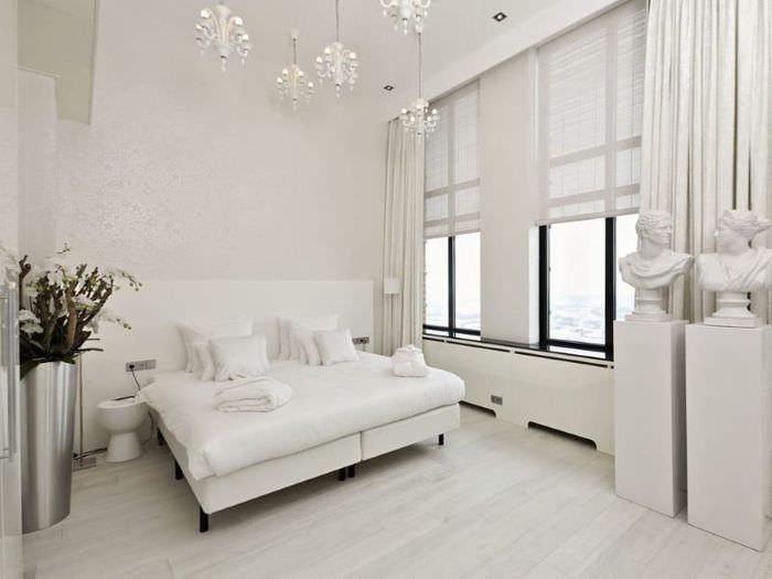 Интерьер современной спальни в светлых тонах
