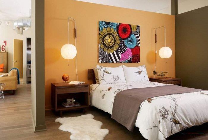 Украшение спальни картиной из текстиля