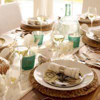 Стеклянные фужеры с белым вином