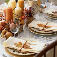 Декорирование стола в осенней тематике