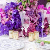 Живые цветы в оформлении стола на день рождения