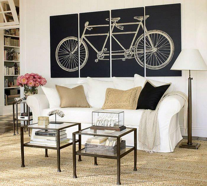 Велосипед на модульной картине в интерьере гостиной