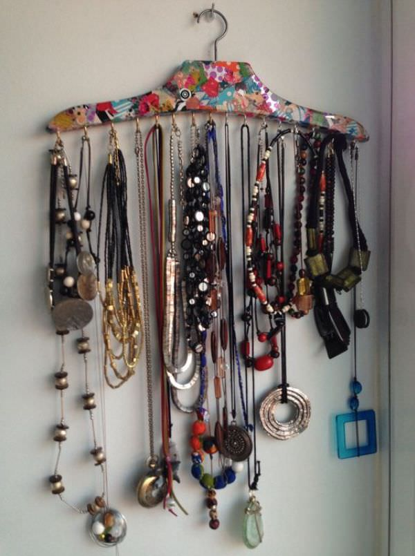 Хранение украшений на вешалке от одежды