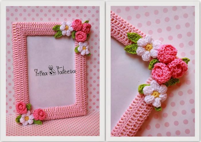 Вязаная фоторамка из розовых ниток с цветочками