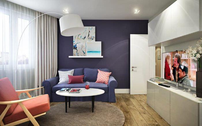 Дизайн гостиной с небольшим диваном в квартире серии 44т распашонка