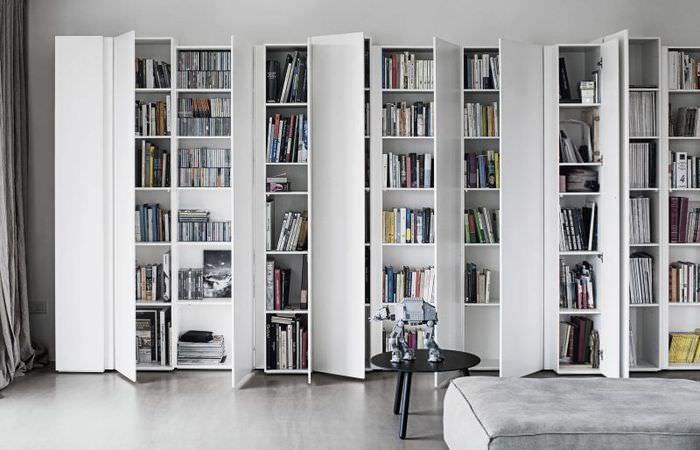 Белые книжные шкафы с дверками